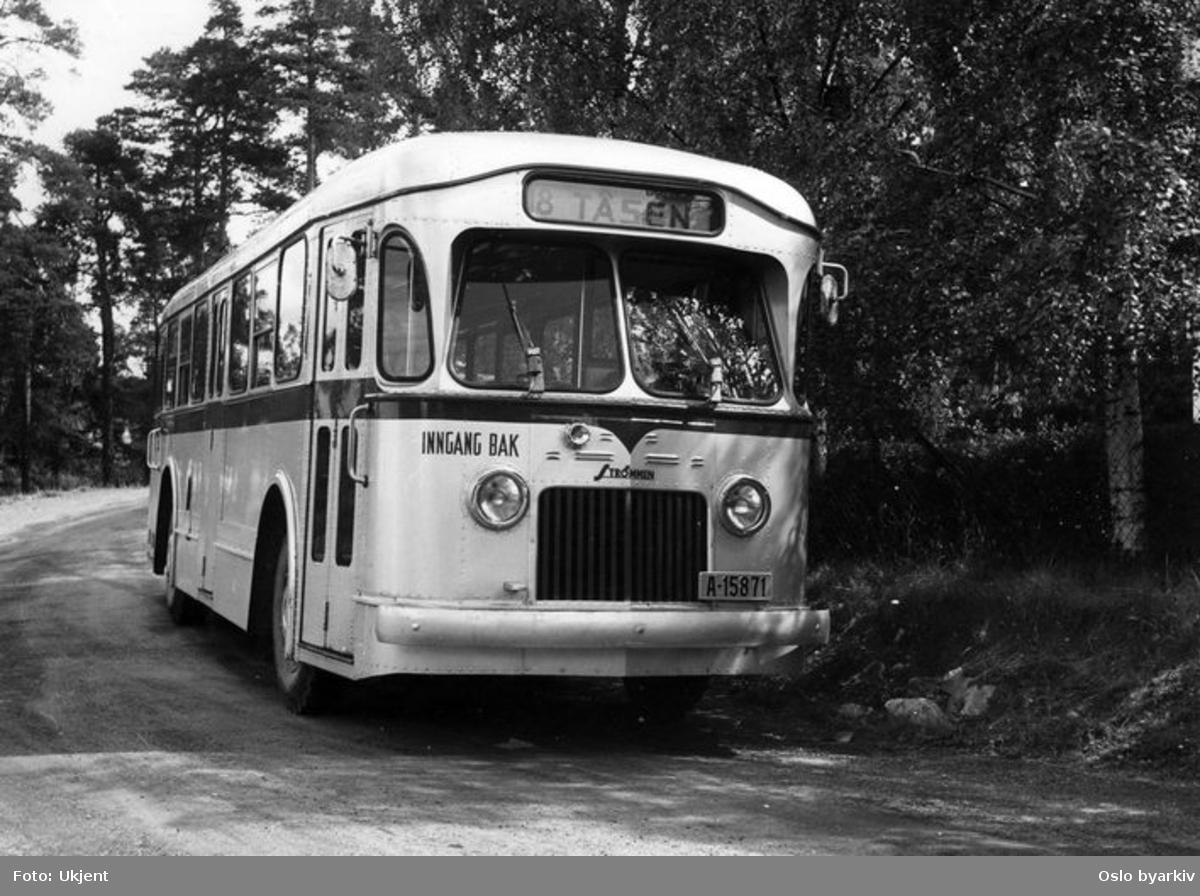 En Strømmen/Leyland buss, 1951-modell. Dieseldrevet versjon laget for Oslotrafikk. Linje 8 til Tåsen.
