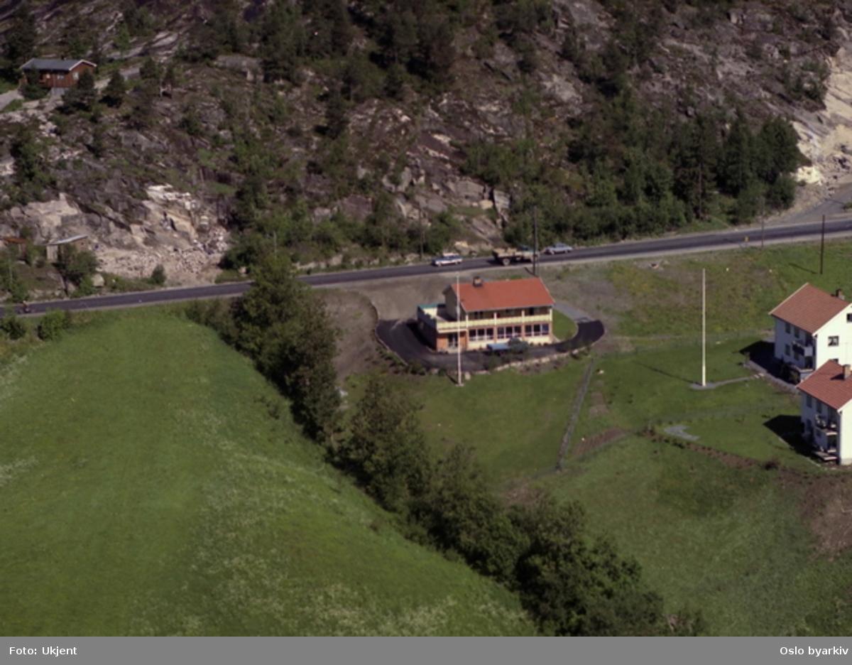 Trondheimsveien 610 - Søndre Bånkall. Bånkallstubben til høyre. (Flyfoto)