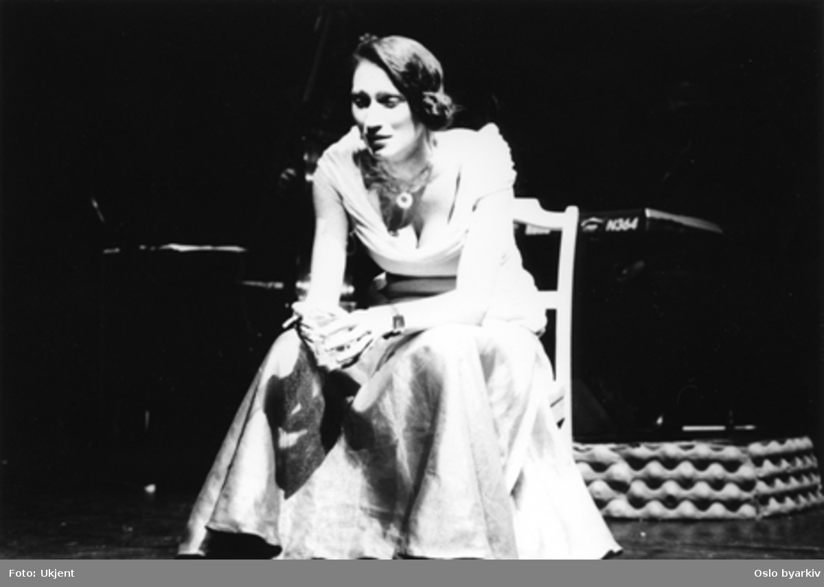 """""""I Can Also Sing the Blues"""", teaterforestilling av Kate Pendry på Parkteatret. 11-15. mai 1999.Regi: Cliff A. MoustacheMed:Camilla Lunde, Kim Fairchild. Kontakt Nordic Black Theatre ved ev. bestilling av kopier."""