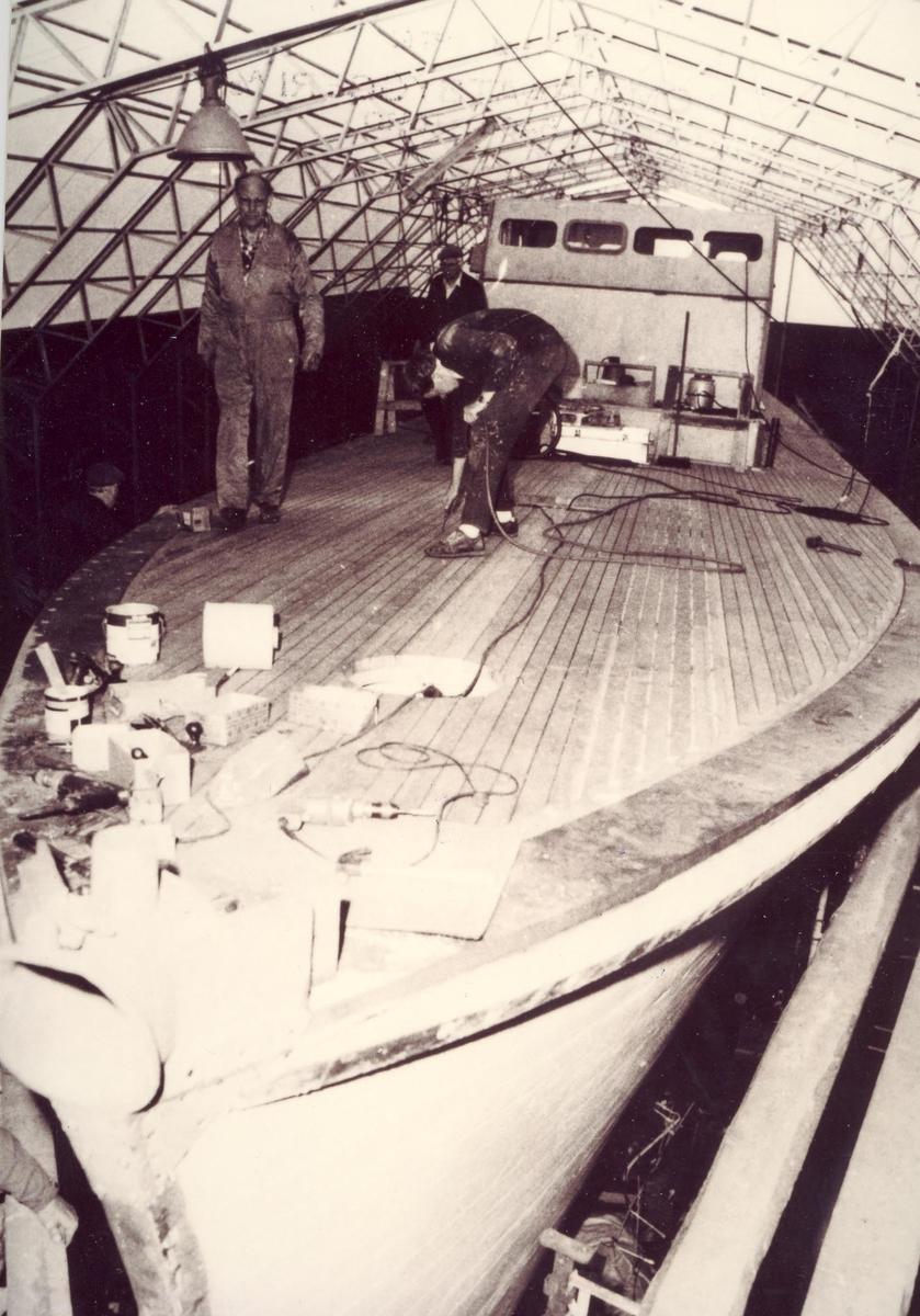Enkeltbilde. Undervannsbåtjageren Hitra. Restaureringen kan starte 1983.