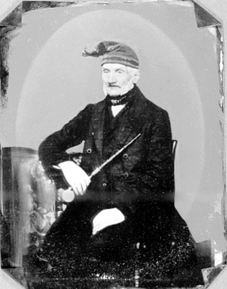 NILS JØRGENSEN HUSEBY, FØDT 1780, MANNSKLÆR, LUE, PIPE