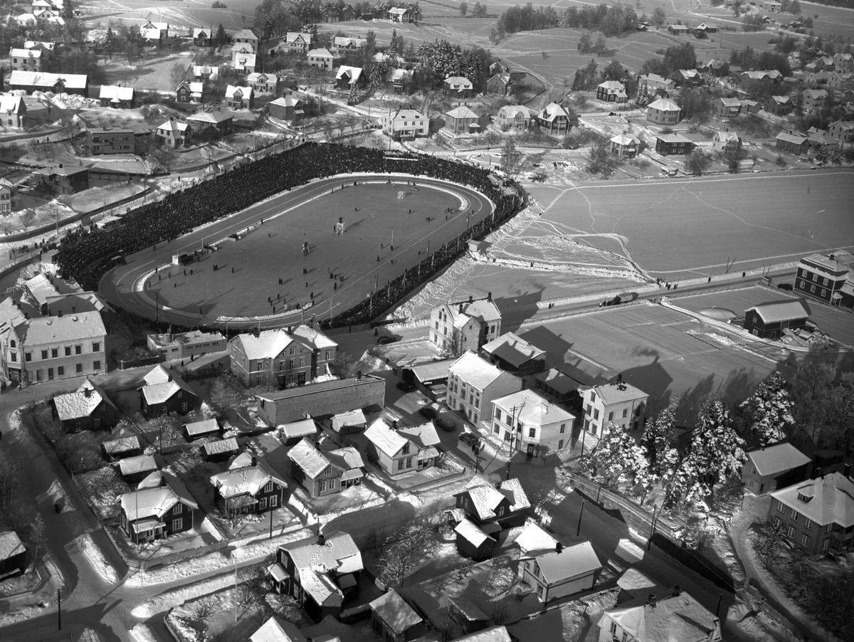 Hamar, flyfoto. Hamar Stadion, skøyteløp.  Europamesterskapet, EM på skøyter i 1948. Foto Normann.