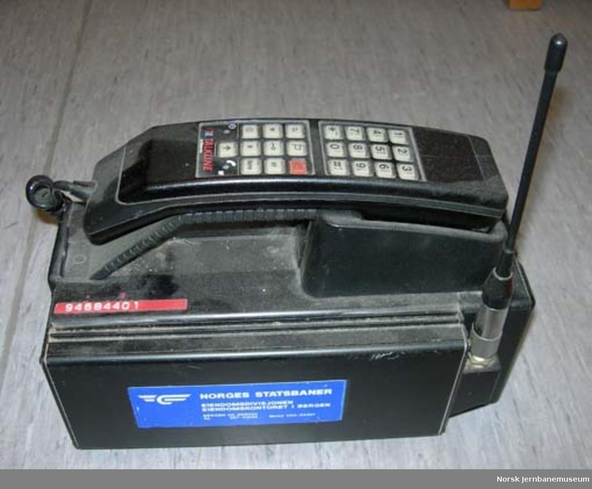 Mobiltelefon : Motorola Talkline, med lader