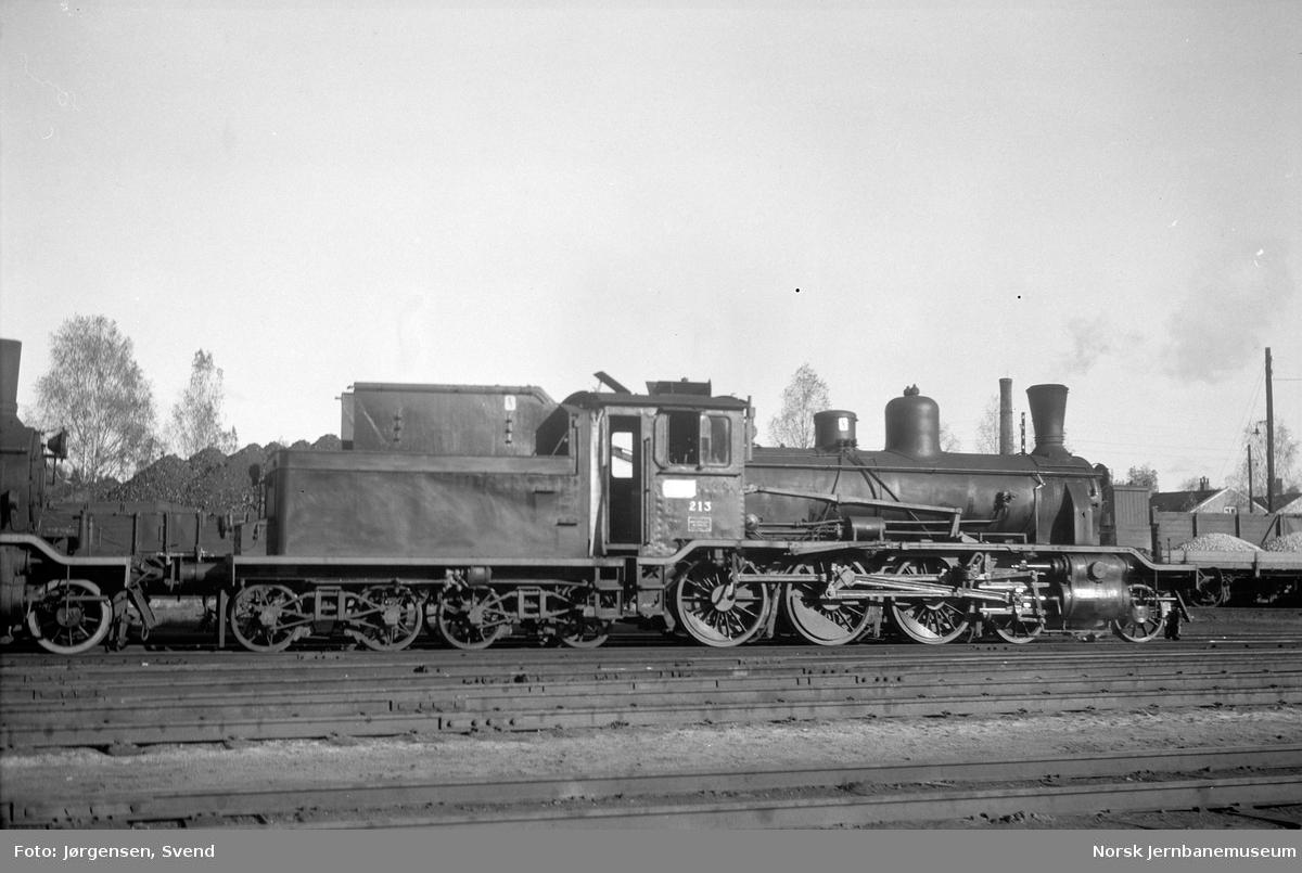 NSB damplok type 18c nr. 213 på Hønefoss stasjon