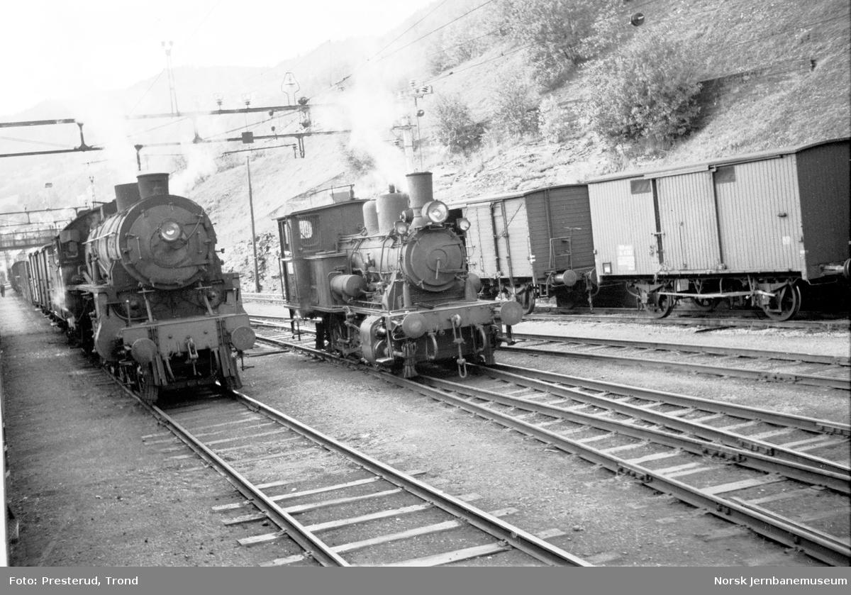Voss stasjon med damplokomotiver type 31b og 25d nr. 424