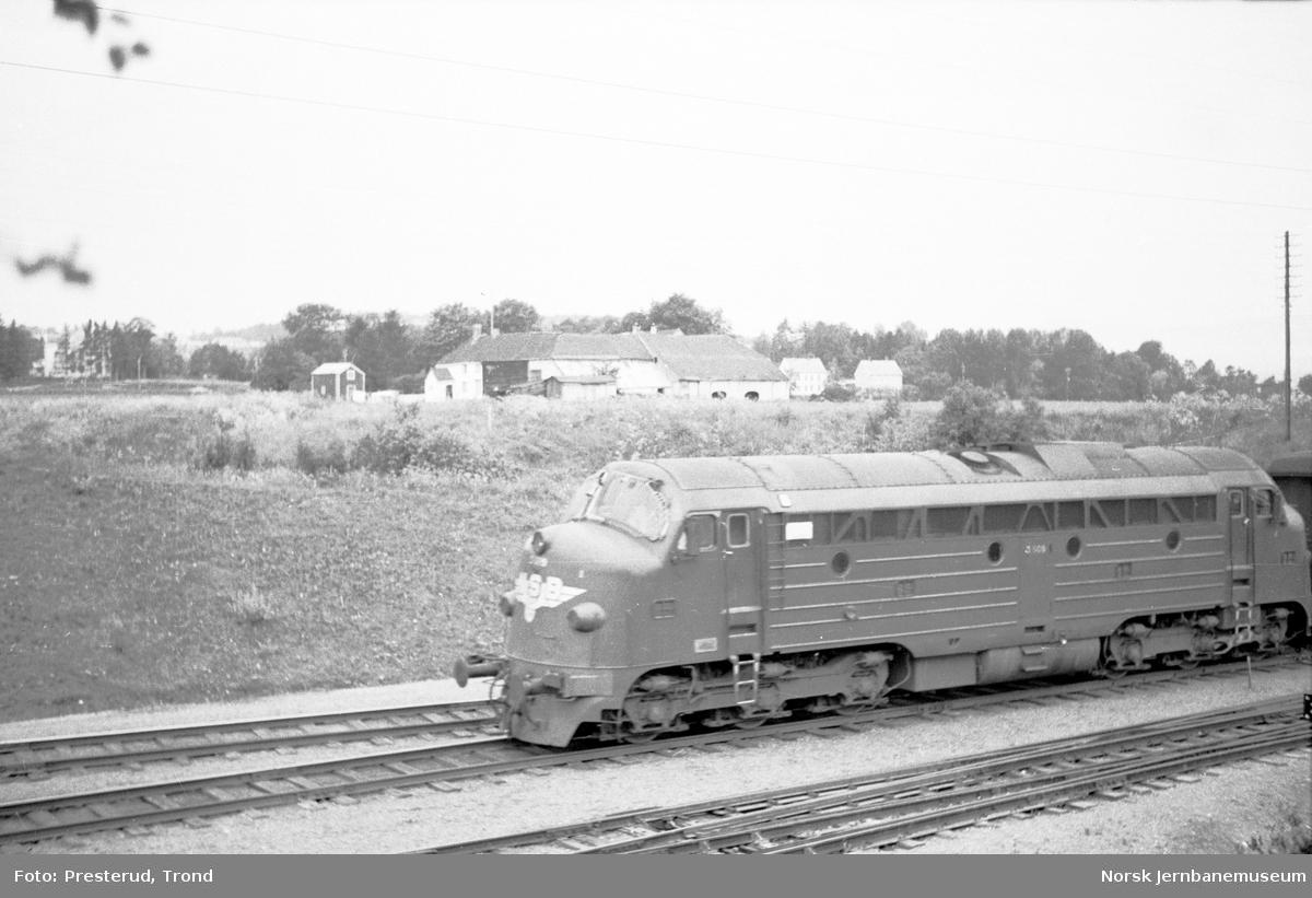 Diesellokomotiv type Di 3 på Leangen stasjon