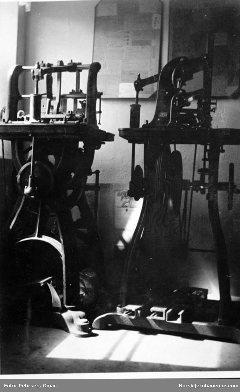 Jernbanemuseet på Disen : To billettrykkemaskiner