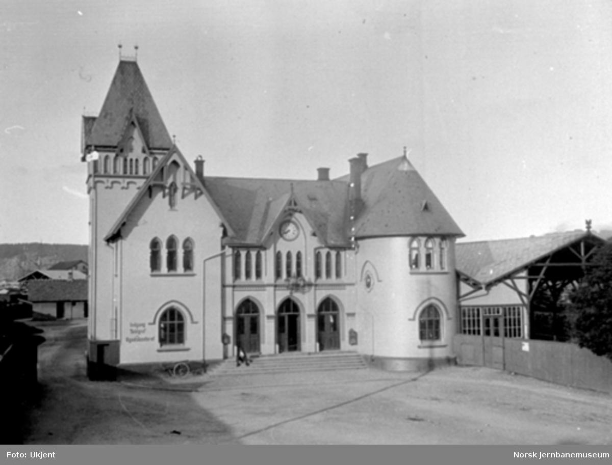 Halden stasjonsbygning fra bysiden