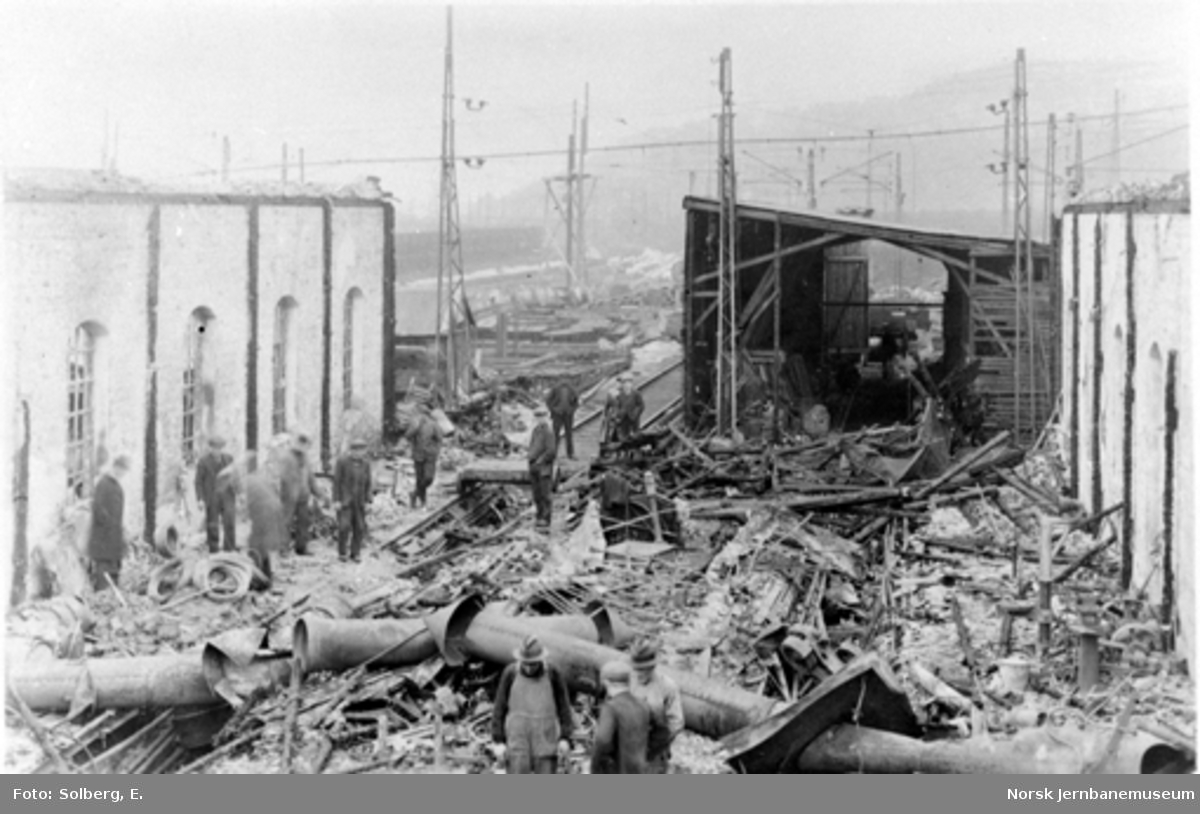 Ofotbanens elektrifisering : brannskadet lokomotivstall