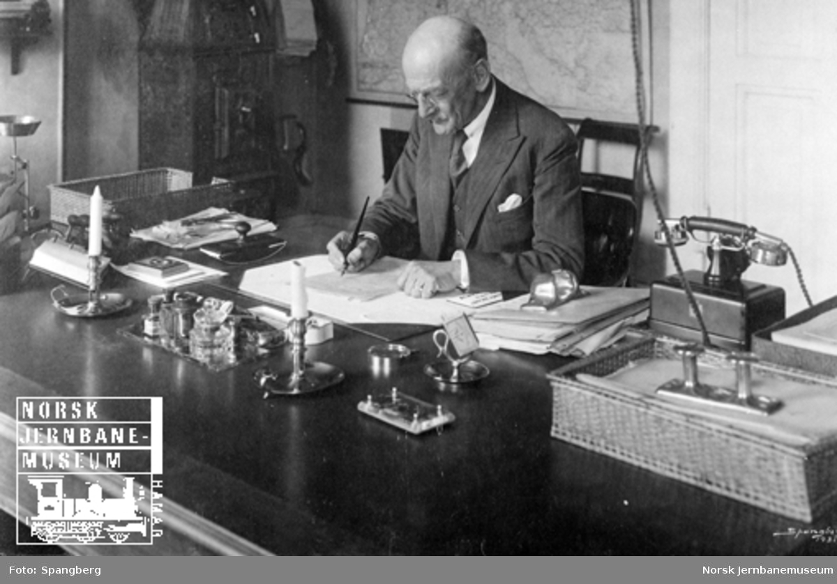 Overtrafikkinspektør Henrik Walter på sitt kontor