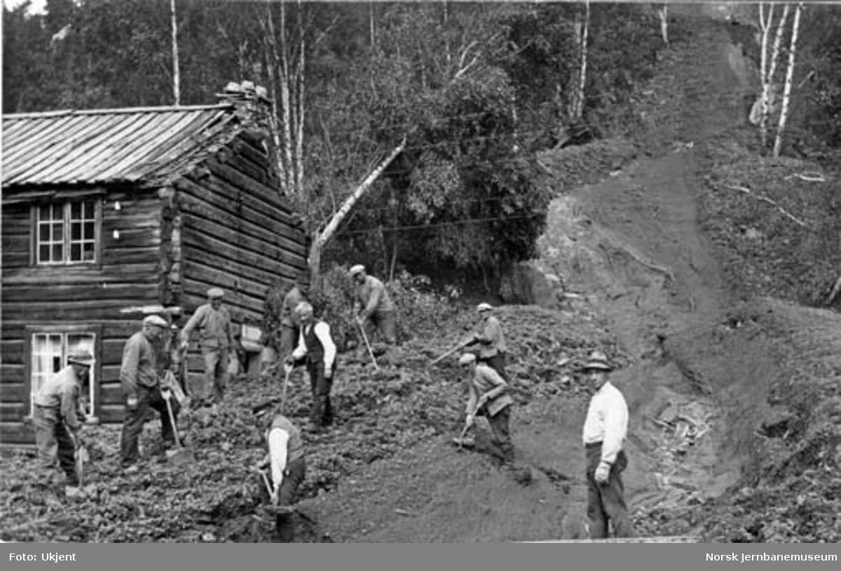 Jordskred ved Verma 9.6.1926 : oppryddingsarbeider