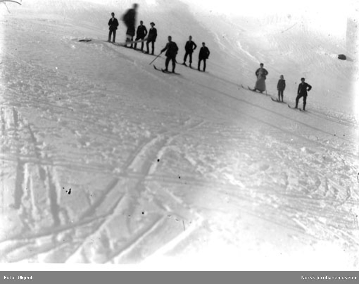 Folk på ski : en hopper