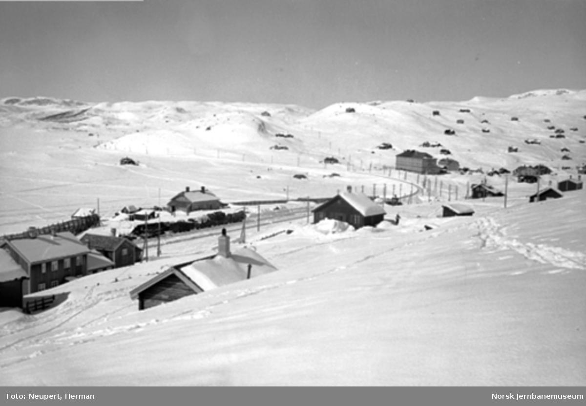 Oversiktsbilde fra Ustaoset med bl.a. stasjonen og hotellet