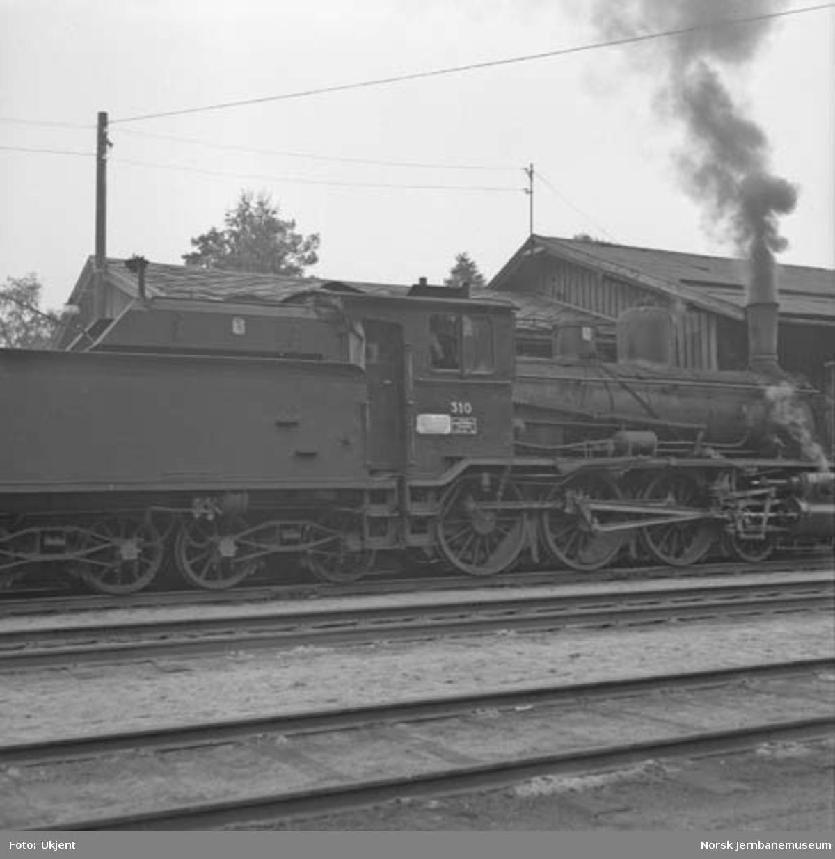 Damplokomotiv type 18c nr. 310, trolig på Rena stasjon