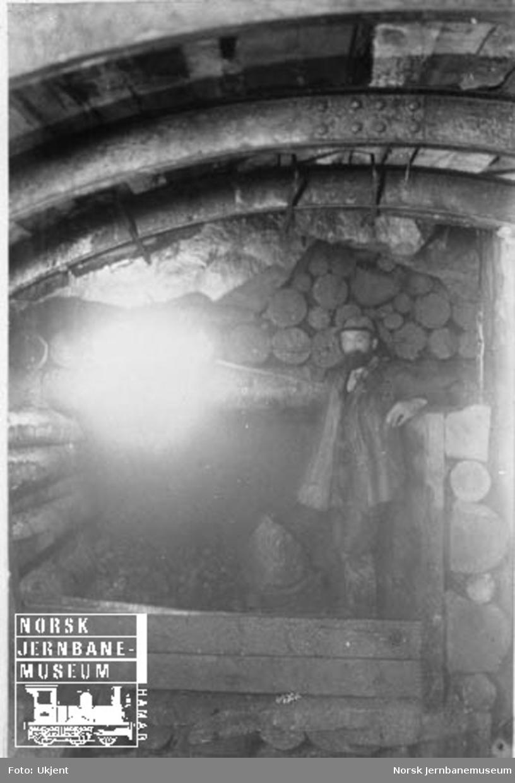 Arbeider i ukjent tunnel