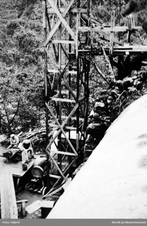 Vossebanens ombygging : Nakkegjelet II tunnel, hvelvstøping