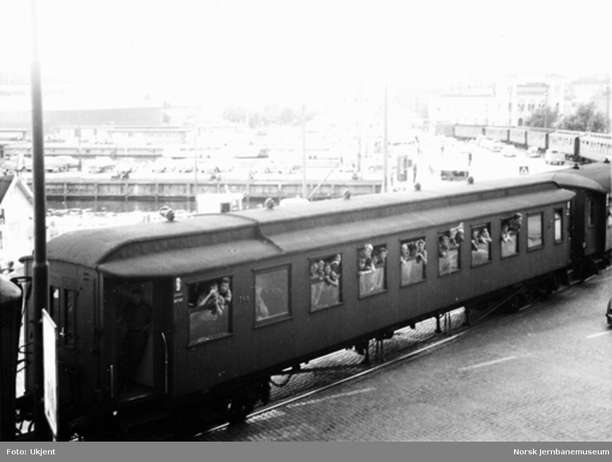 Speidertog på Havnebanen, trukket av diesellokomotiv type Di 2