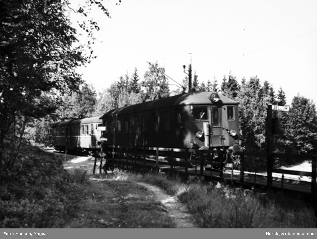 Motorvogntog type 65 på Jellum holdeplass