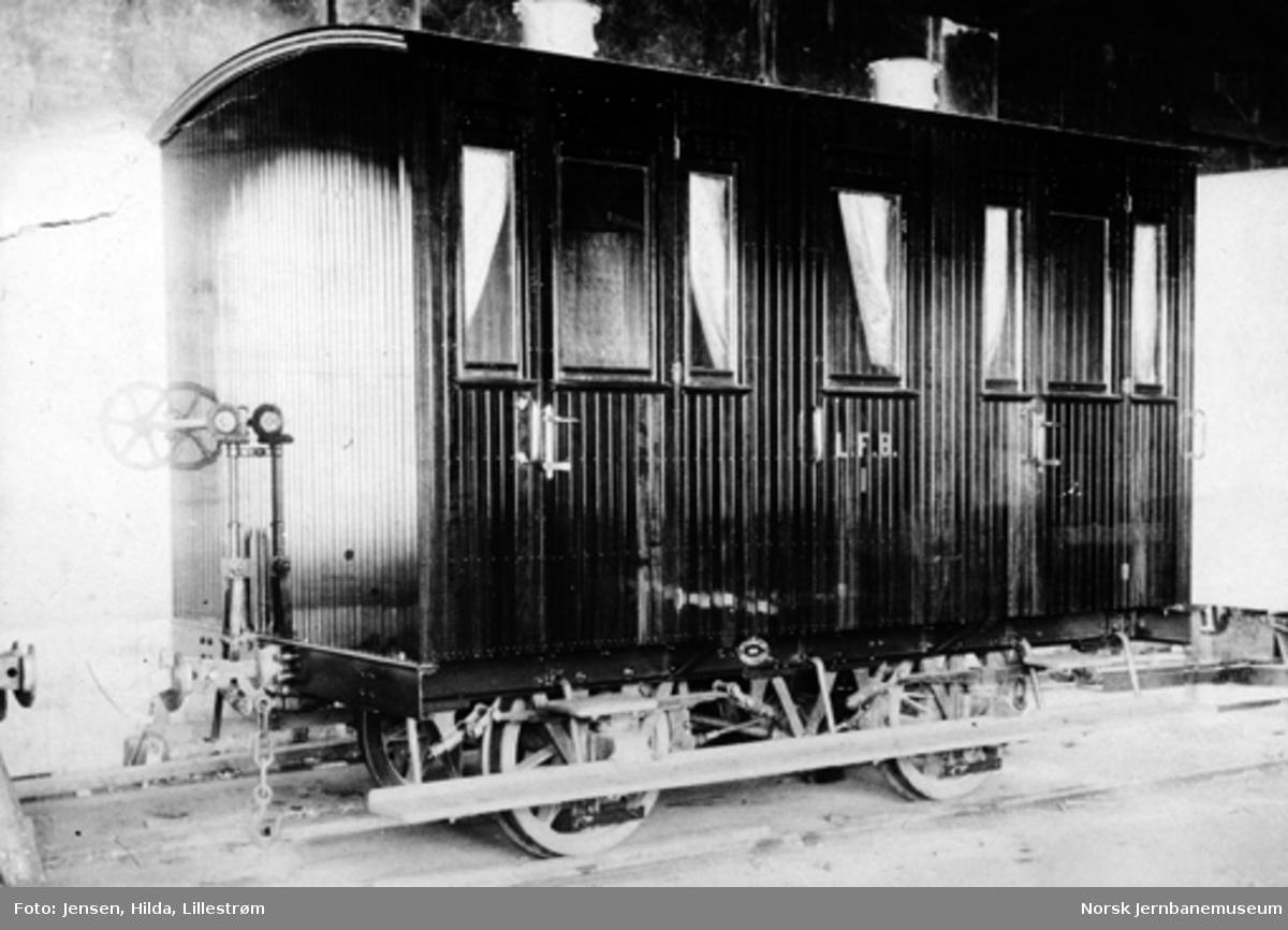Leveransefoto av personvogn nr. 1 til Lillesand-Flaksvatnbanen