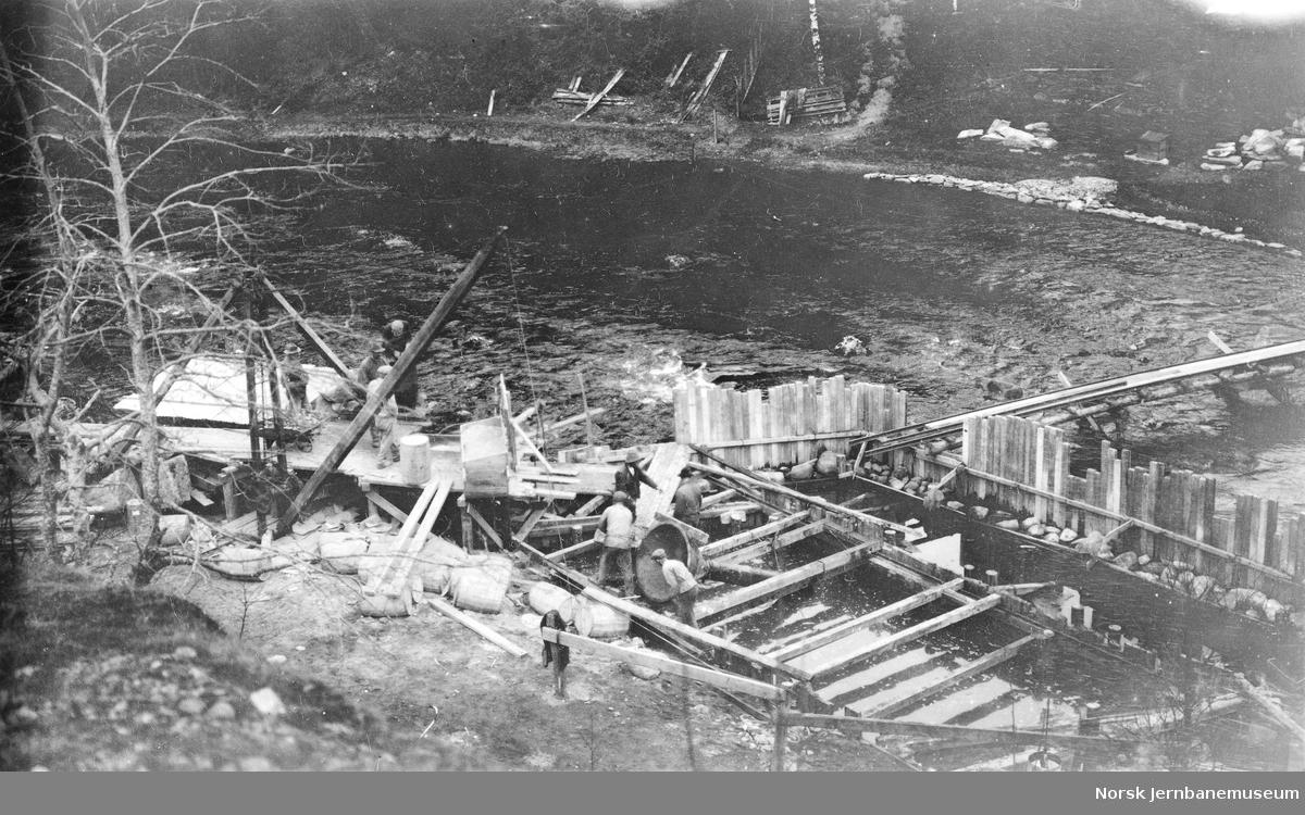 Bygging av bru ved Kollanes