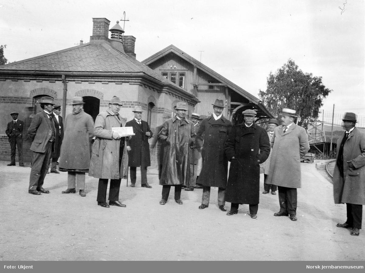 Jernbanebefaring i Valdres : deltakerne på Hønefoss stasjon