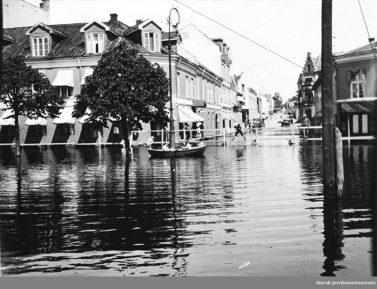 Flommen i 1927 : Strandgaten ved vannstand 8,31 meter