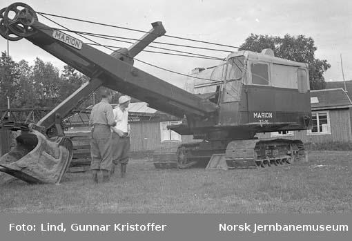 """Dunderlandsbanens ombygging : gravemaskin """"Marion 33-M"""""""