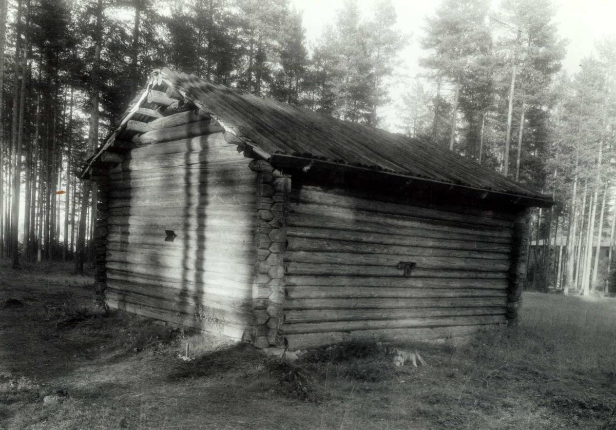 Kalneset, Grue, Hedmark. Badstue i tømmer. Nå på Glomdalsmuseet.