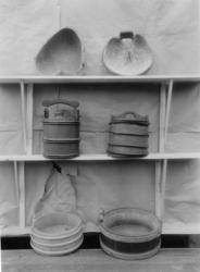 Diverse tresaker utstilt og fotografert på Glomdalsmuseet.