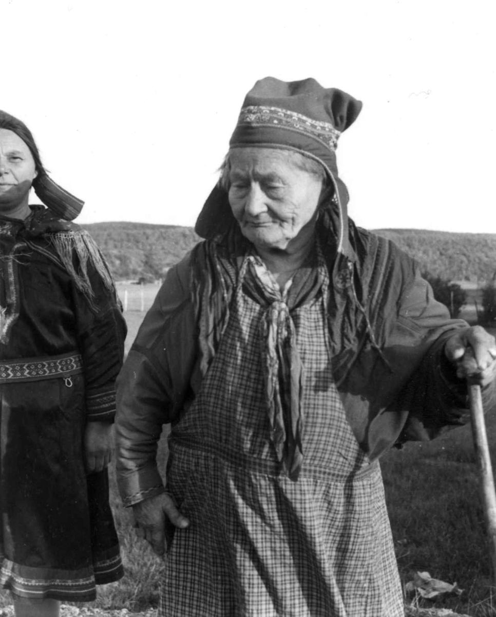 Portrett av Ellen Lemet Bulljo, Masi, Kautokeino, Finnmark,1956.