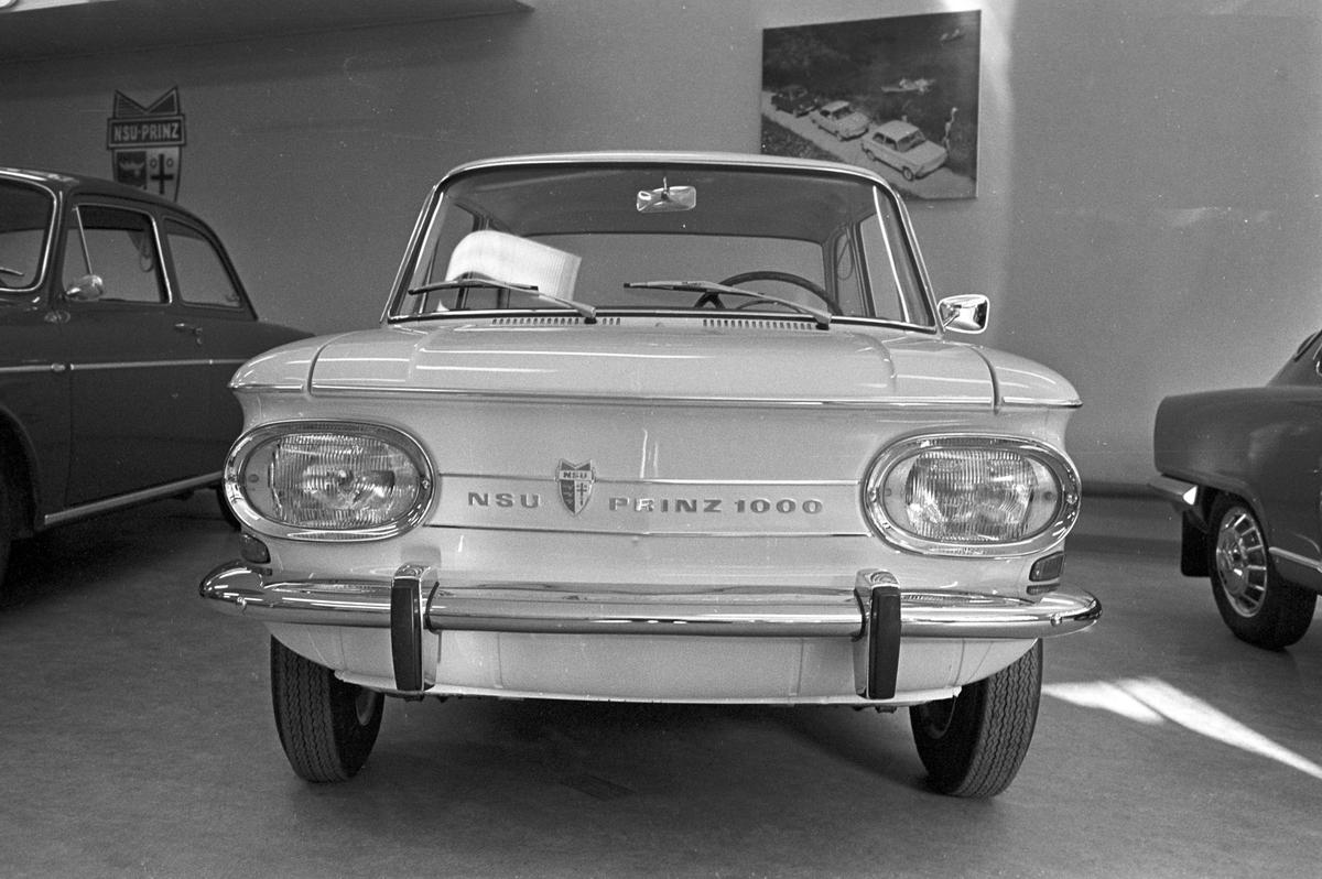 Serie. NSU Prinz 1000, bilinteriør og NSU Prinz butikk. Fotografert mars 1962.