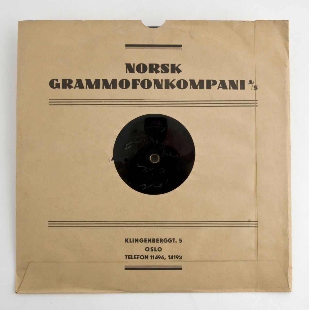 Reklamesang for Sorte Mand sigarer. Sanger, komponist og tekstforfatter er ukjent. Sangen ble spilt inn hos Norsk Grammofonkompani A/S, Klingenberggata 5, Oslo.  Både sangen og talesporet ble trolig brukt i en reklamefilm i 1938.