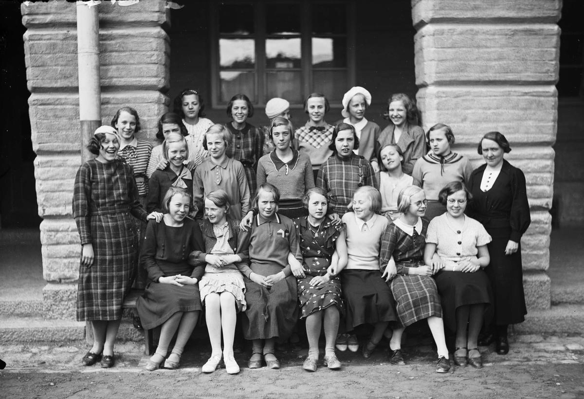 Skolklass och lärare, sannolikt Uppsala, 1935