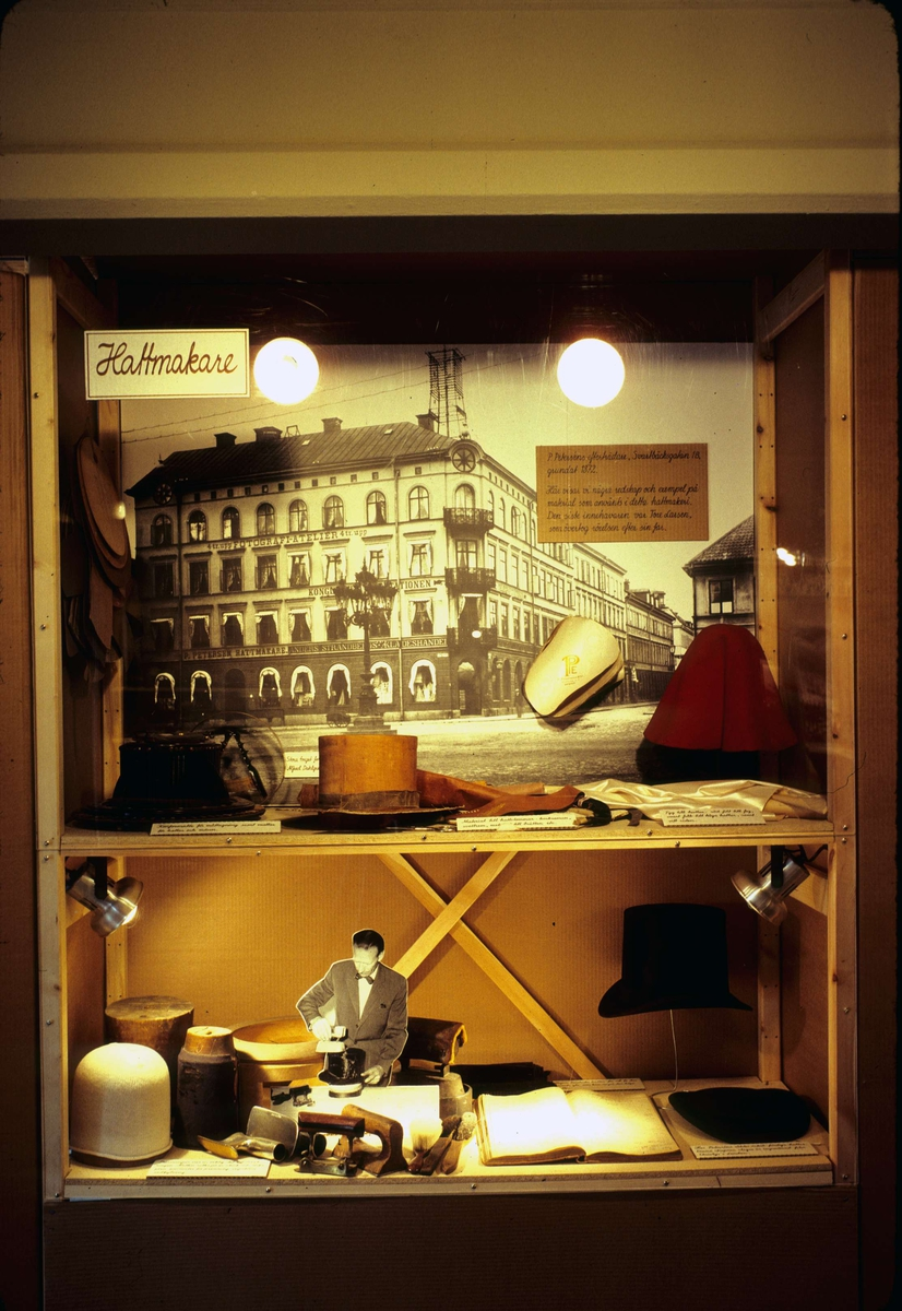 Monter om hattmakeri på utställning, Upplandsmuseet, Uppsala 1981