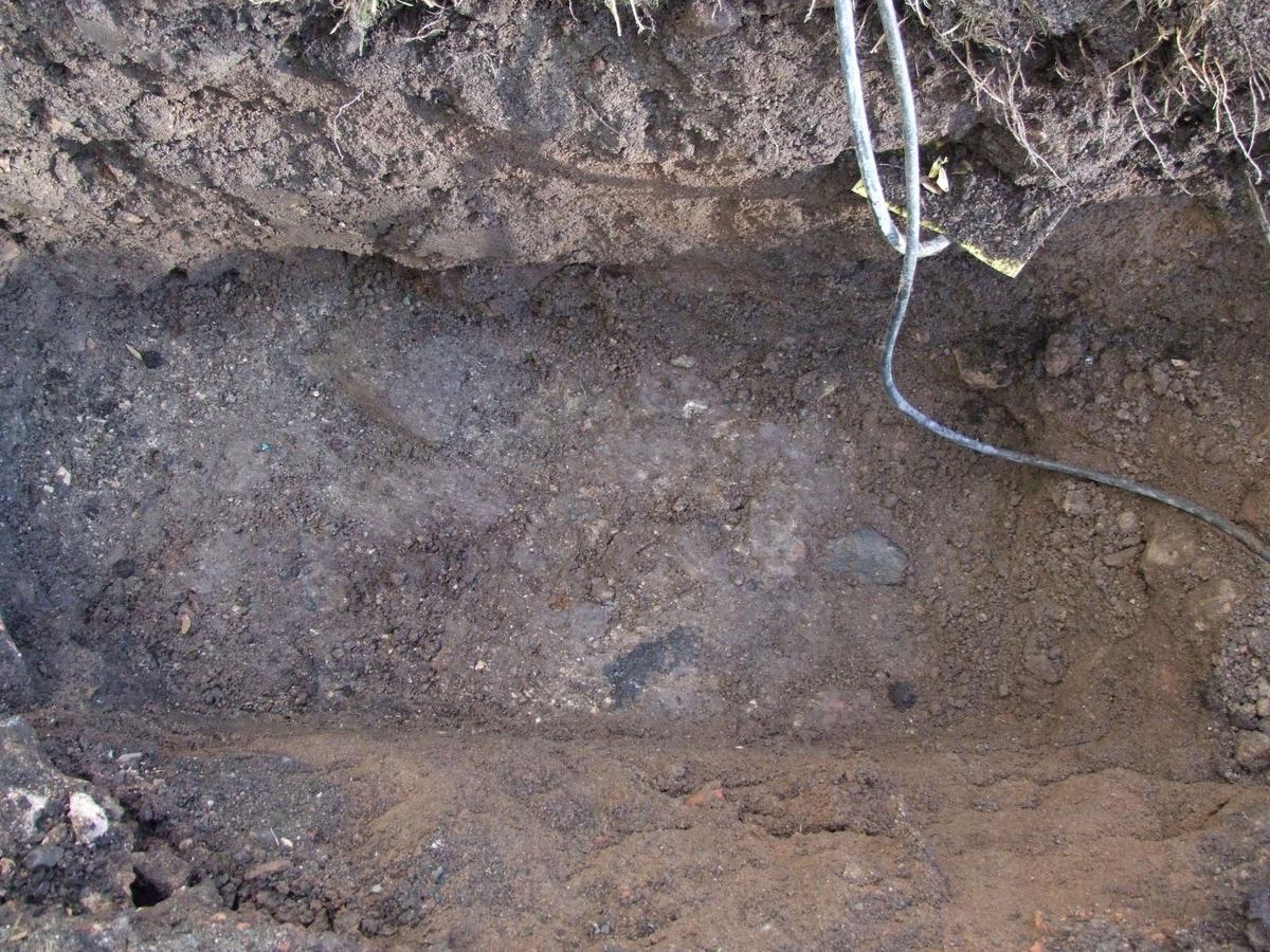 Arkeologisk schaktningsövervakning, Alunda kyrka, Alunda socken, Uppland 2010