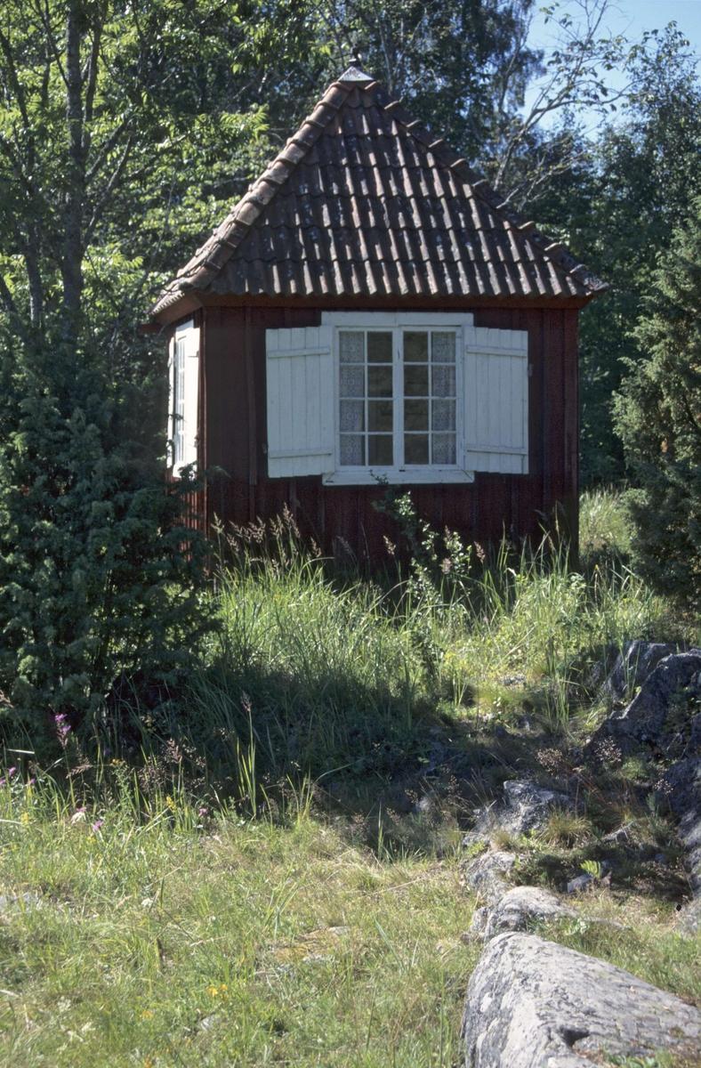 """Lusthus vid """"St Helena"""", Flottskärs gård, Hållnäs socken, Uppland 2000"""