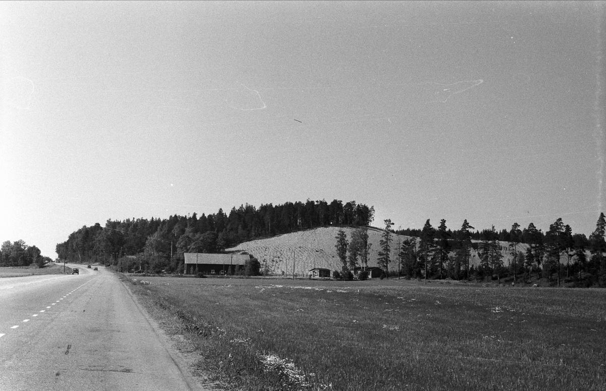 Vy över Åsby 1:3 och 2:3, Björklinge socken, Uppland 1976