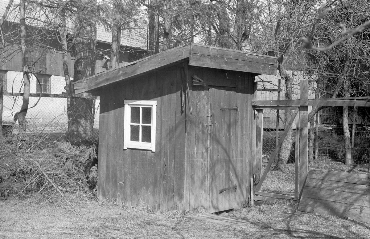 Hönshus, lekstuga och mjölkbod, Gränby 1:10, Ärentuna socken, Uppland 1977