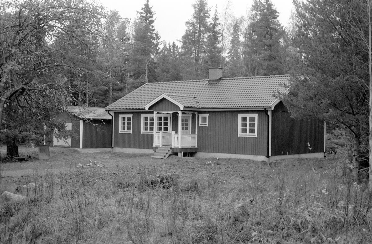 Bostadshus med garage, Stenviken 1:4, Stenviken, Jumkil socken, Uppland 1983