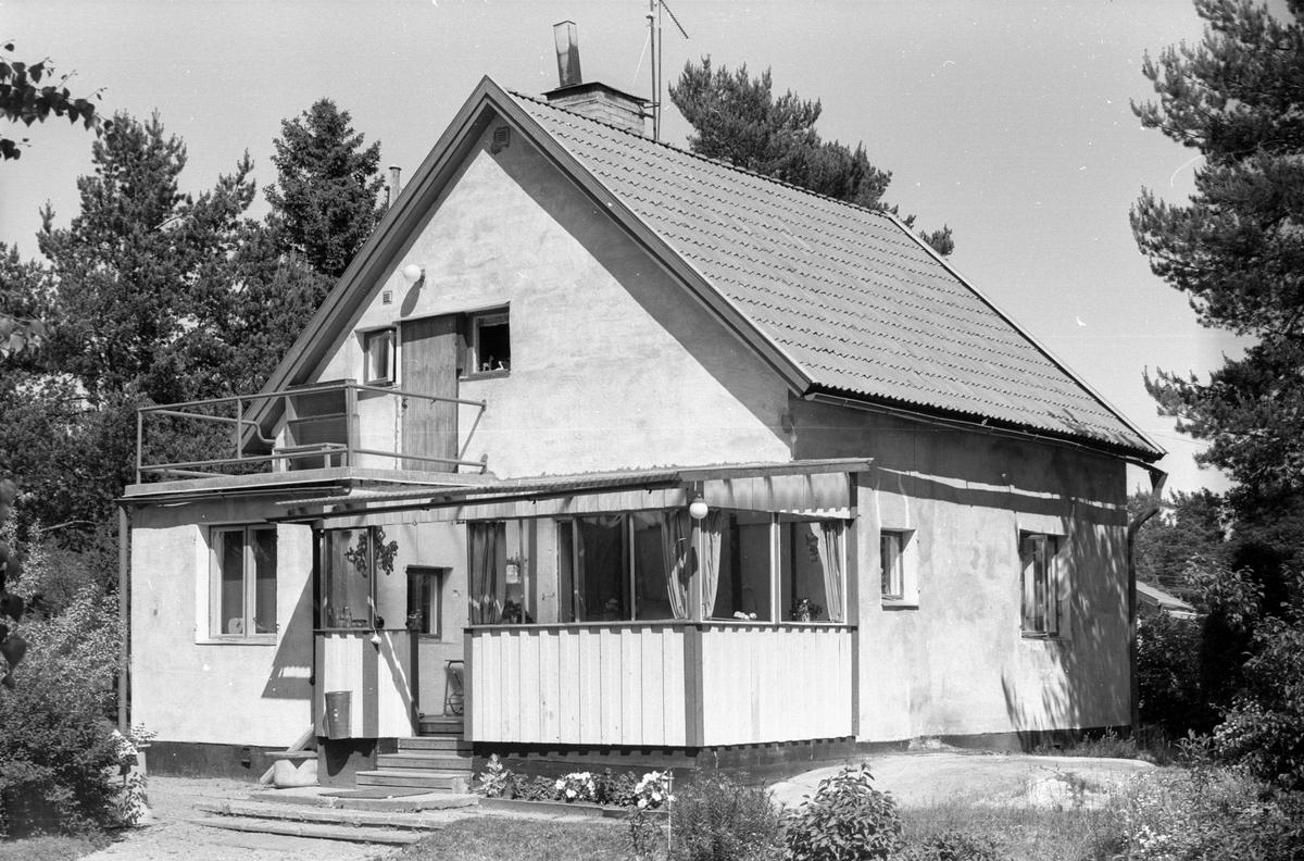 Bostadshus, Enekullen, Läby socken, Uppland 1975