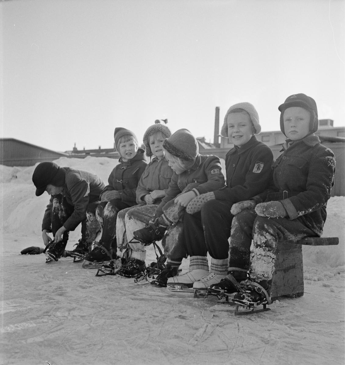 Vinter - barn i Slottsbacken, Uppsala februari 1954