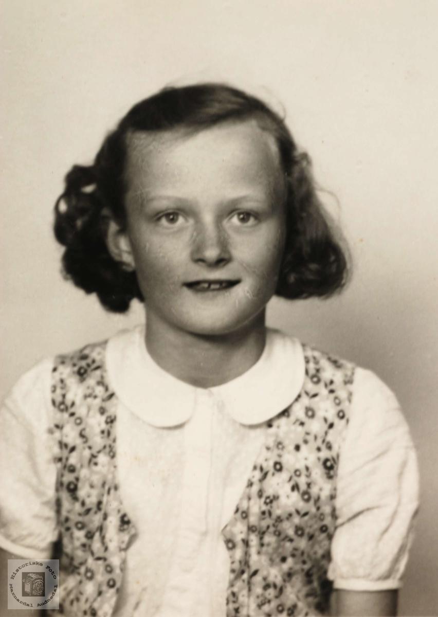 Portrett av Margith Ubostad gift Seland, fra Grindheim.