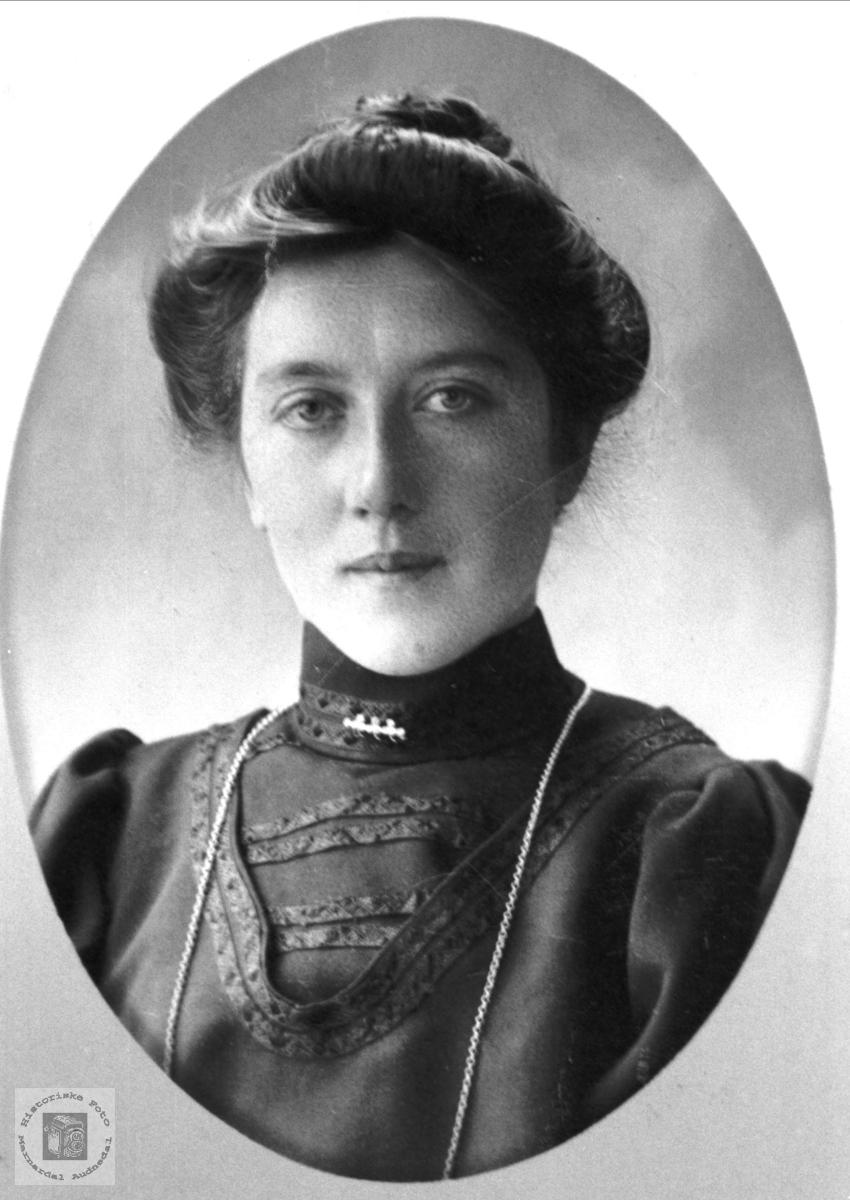Portrett av Anna Johansen.