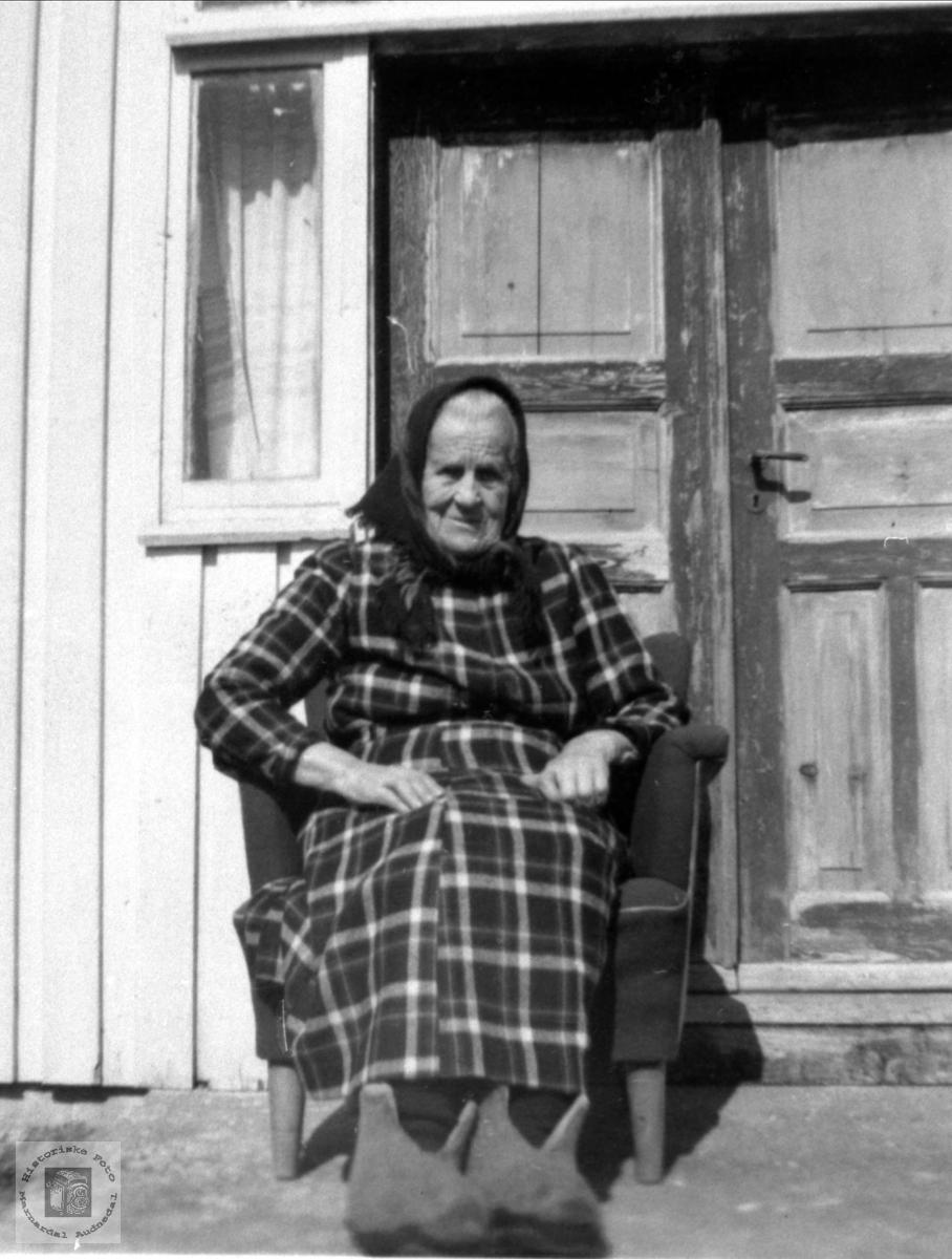 Portrett av Anna Skjeggestad gift Ågedal, Bjelland.