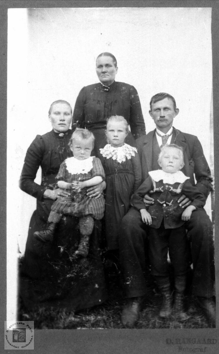 Portrett av Familien Hjemlestad, Bjelland.
