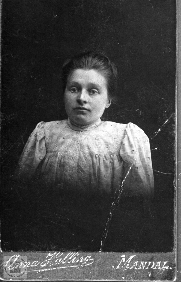 Portrett av Ingeborg Heggland.