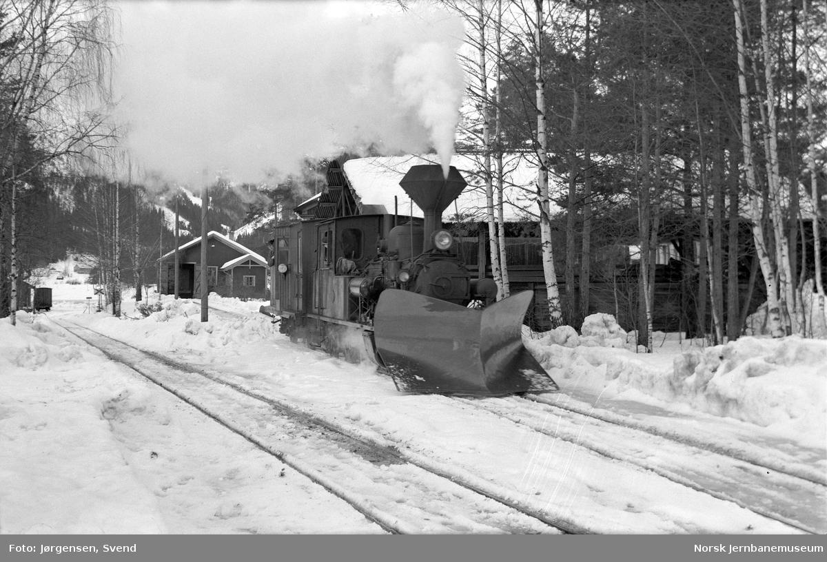 Damplokomotiv med sporrenser på Byglandsfjord stasjon
