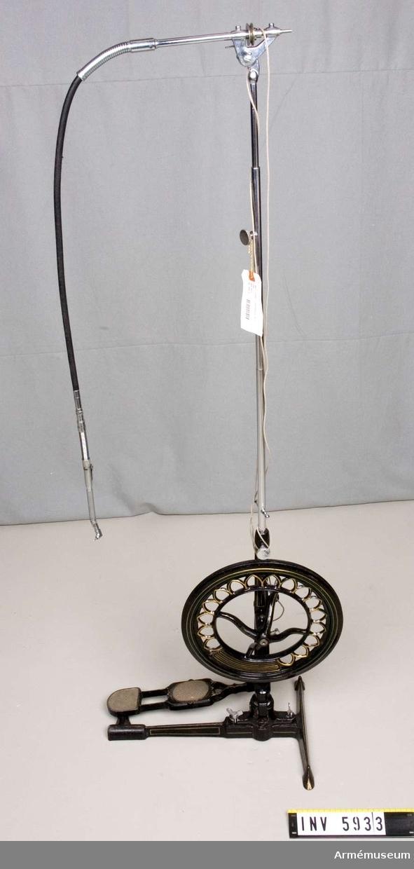 Består av: 1 trampborrmaskin, 2 spännhylschuckar, 2 böjliga stålaxlar, 1 spiralrem.