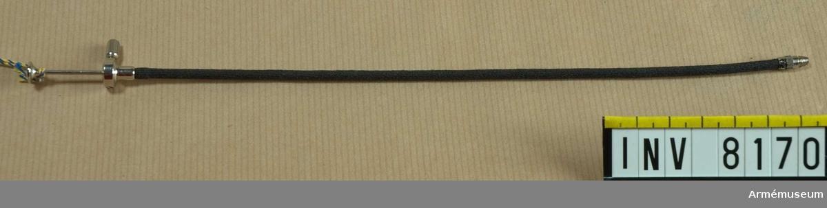 Samhörande nr är AM 8151 - 8199. Märkt vid stoppskruven: Made in Germany.Trådutlösarknappen har en cirkel som är indelad i 3 fält, lika stora. I respektive fält står A, G eller C.Detta är troligen symbolen för AG Compour, en tillverkare av slutare m m, ingående i Zeiss-koncernen