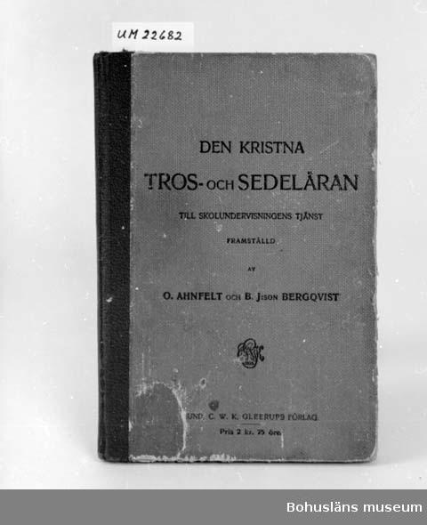 412 Förvärvstillst NÅGOT SKADAD 594 Landskap BOHUSLÄN 394 Landskap SKÅNE  Den kristna tros och sedeläran av O.Ahnefelt och B.J:son Bergqvist. 1826. Blyertsanteckningar.  UM 130:1